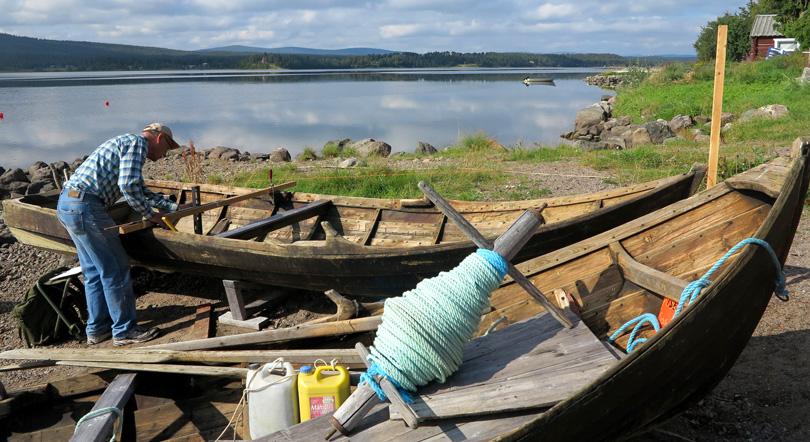 Boatfixer along the Torne River